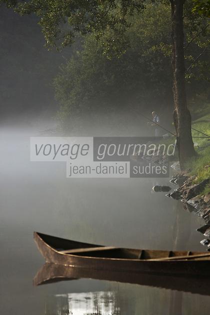 Europe/Europe/France/Midi-Pyrénées/46/Lot/Carennac: Les vieilles barques au port sur les bords de la dordogne - Plus Beaux Villages de France