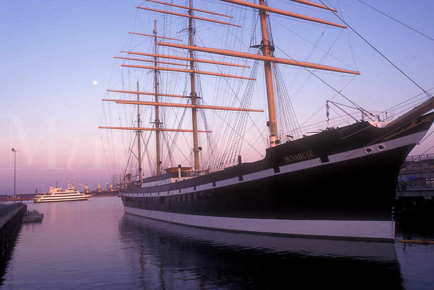 AJ1197, Philadelphia, vessel, boat, Pennsylvania, Penn's Landing, Delaware River, 1907 Moshulu, the largest steel sailing vessel in the world, docked at Historic Penn's Landing on the Delaware River at sunset in Philadelphia, Pennsylvania.