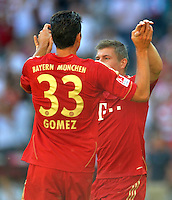 FUSSBALL   1. BUNDESLIGA  SAISON 2011/2012   5. Spieltag FC Bayern Muenchen - SC Freiburg         10.09.2011 Jubel nach dem Tor zum 1:0 Mario Gomez , Toni Kroos (v. li., FC Bayern Muenchen)