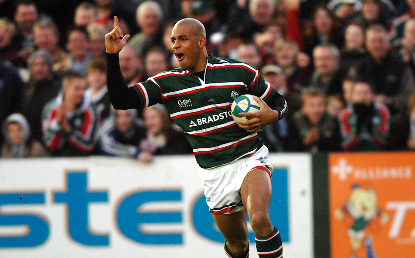 Photo: Richard Lane..Leicester Tigers v Bourgoin. Heineken Cup. 16/12/2006. .Tigers' Tom Varndell celebrates as he runs in for a try.