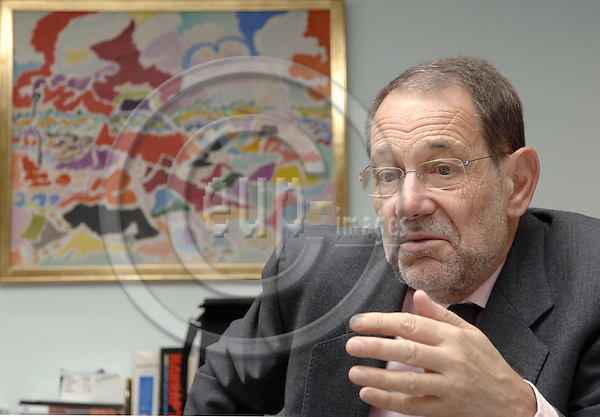 Brussels-Belgium - 24 November 2005---Javier SOLANA, High Representative for the Common Foreign and Security Policy, Secretary-General of the Council of the European Union, during an interview in his office---Photo: Horst Wagner/eup-images