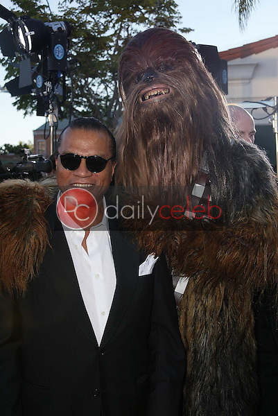 """Billy Dee Williams and Chewbacca<br /> at the """"Star Wars: Revenge Of The Sith"""" Los Angeles Premiere, Mann Village, Westwod, CA 05-12-05<br /> David Edwards/DailyCeleb.Com 818-249-4998"""