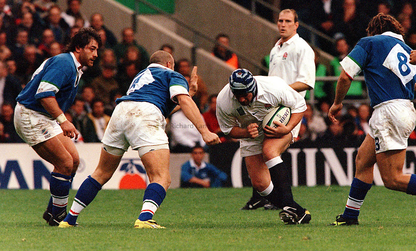 Photo: Ken Brown.2.10.99  England v Italy.Phil Vickery on a charge