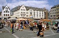 Mainz: Marktplatz. Street scene. Open market in square.