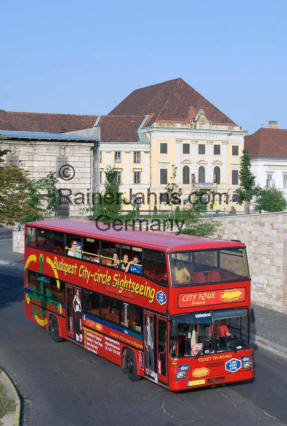 HUN, Ungarn, Budapest, Stadtteil Buda, Burgviertel: Stadtrundfahrt mit dem Doppeldecker | HUN, Hungary, Budapest, Castle District: sightseeing trip with double decker