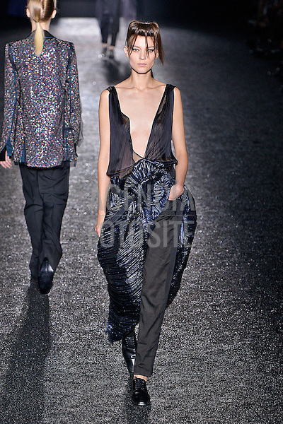 Paris, Franca&sbquo; 27/09/2013 - Desfile de Haider Ackermann durante a Semana de moda de Paris  -  Verao 2014. <br /> Foto: FOTOSITE