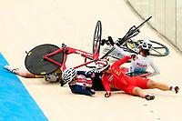 Picture by Alex Whitehead/SWpix.com - 09/12/2017 - Cycling - UCI Track Cycling World Cup Santiago - Velódromo de Peñalolén, Santiago, Chile - A crash during the Women's Omnium Scratch race.