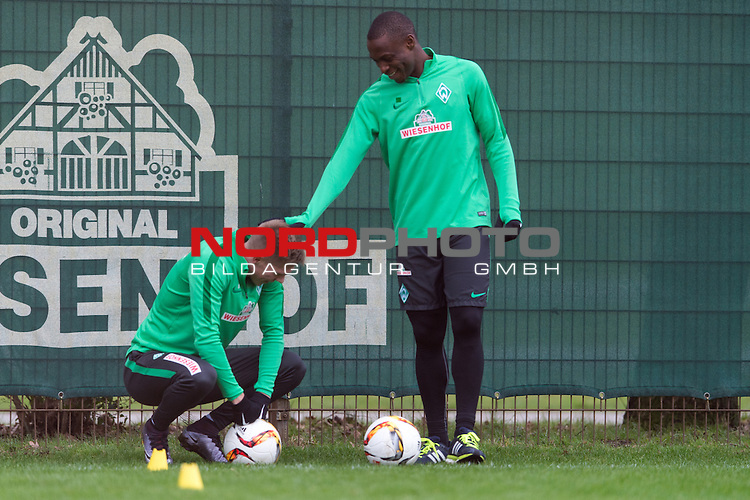 07.02.2016, Trainingsgelaende, Bremen, GER, 1.FBL, Training Werder Bremen<br /> <br /> Anthony Ujah (Bremen #21) klopft Aron J&oacute;hannsson / Johannsson (Bremen #9) auf die Schulter, bei individuellem Training, <br /> <br /> Foto &copy; nordphoto / Ewert