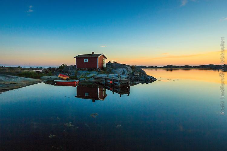 Fiskebod i ytterskärgården på Ut-Fredel i Stockholms skärgård. / Shack in the Stockholm archipelago in Sweden.
