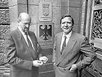 *23.01.1936-<br /> Jurist, Rechtsanwalt, D<br /> <br /> Horst Mahler (l.) mit seinem Anwalt, dem SPD - Politiker Gerhard Schr??der vor dem Kammergericht in Berlin<br /> - 01.07.1987