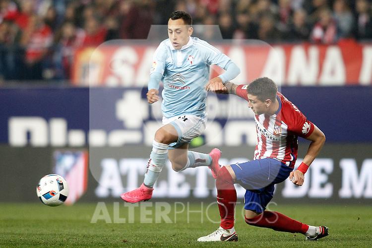Atletico de Madrid's Jose Maria Gimenez (r) and Celta de Vigo's Fabian Orellana during Spanish Kings Cup match. January 27,2016. (ALTERPHOTOS/Acero)