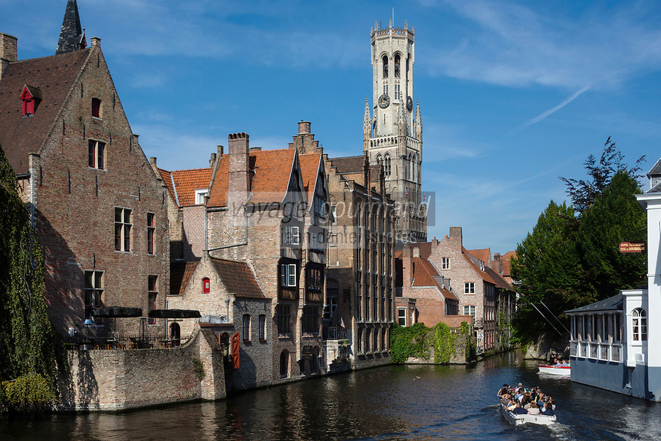 Europe/Belgique/Flandre/Flandre Occidentale/Bruges: Centre historique classé Patrimoine Mondial de l'UNESCO,le beffroi de la Grand' place et le canal vu depuis le quai du Rosaire - Rozenhoedkaai  //  Belgium, Western Flanders, Bruges, historical centre listed as World Heritage by UNESCO, boats seen from the Rosary Quay next to the Tanners' House dated 17th century