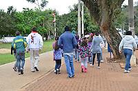 PIRACICABA, SP, 24.07.2013 - CLIMA TEMPO PIRACICABA - Piracicabano enfrenta baixas temperaturas na cidade de Piracicaba interior de São Paulo, nesta quarta-feira, 24. (Foto: Mauricio Bento / Brazil Photo Press).