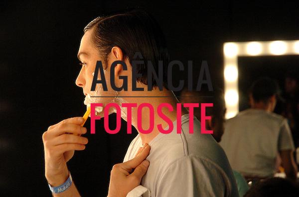 Sao Paulo, Brasil – 18/01/2008 - Backstage de Mario Queiroz durante o São Paulo Fashion Week  -  Inverno 2008. Foto : Sergio Barzaghi / Agência Fotosite