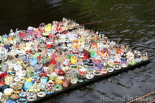 Nederland Den Bosch  2016 . De Bosch Parade op rivier de Dommel. De Bosch Parade is een evenement in 's-Hertogenbosch. De optocht bestaat uit varende kunstwerken. Alle werken zijn geïnspireerd op de kunst van Jheronimus Bosch. Vaartuig 500 Kronen.  Foto  Berlinda van Dam / Hollandse Hoogte