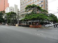SAO PAULO, SP, 19 DE JANEIRO 2012 - OBRAS FARIA LIMA - Obra da Avenida Faria Lima, atrapalha passagem de pedestres, na regiao oeste da capital paulista. (FOTO: MAURICIO CAMARGO - NEWS FREE).
