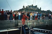Première Route du Rhum, 1978. A quai au port de Saint-Malo, Alain Colas sur Manureva, ex-Pen Duick IV.
