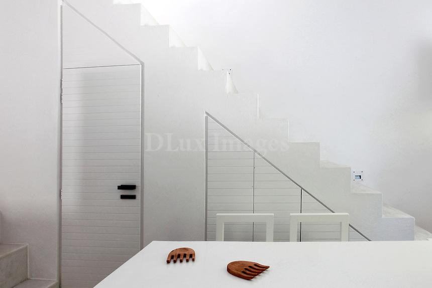 Contemporary White Kitchen Counter
