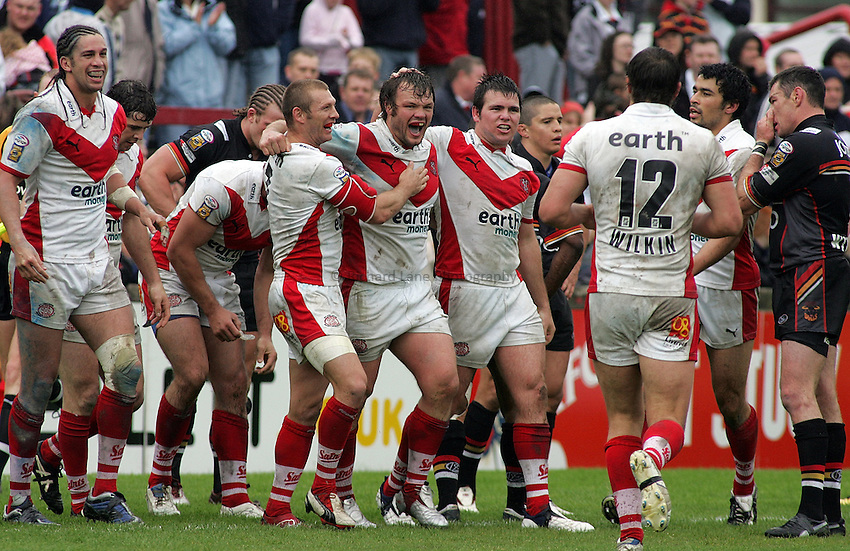 Photo: Paul Thomas..St Helens v Bradford Bulls. Powergen Challenge Cup. 20/05/2006..Keiron Cunningham of St Helens (C) is congratulated after his try by Sean Long (L) and Jamie Lyon.