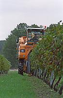 Machine harvest. Chateau des Vigiers, Monestier, Bergerac, France