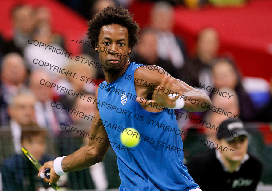 Gael Monfils of France returns the ball to Novak Djokovic of Serbia during their Davis Cup finals tennis match in Belgrade, Serbia, Sunday, Dec. 5, 2010. (credit & photo: Srdjan Stevanovic/Starsportphoto.com)
