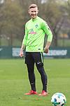 14.04.2018, Trainingsgelaende, Bremen, GER, 1.FBL, Training SV Werder Bremen<br /> <br /> im Bild<br /> Florian Kainz (Werder Bremen #07) l&auml;chelt, <br /> <br /> Foto &copy; nordphoto / Ewert