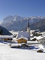 Austria, Tyrol, village Schwendt and Wilder Kaiser mountains | Oesterreich, Tirol, Kaiserwinkl, Dorf Schwendt vorm Wilden Kaiser