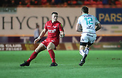 29th September 2017, Parc y Scarlets, Llanelli, Wales; Guinness Pro14 Rugby, Scarlets versus Connacht; Tom Farrell of Connacht runs into his opposite number Scott Williams of Scarlets