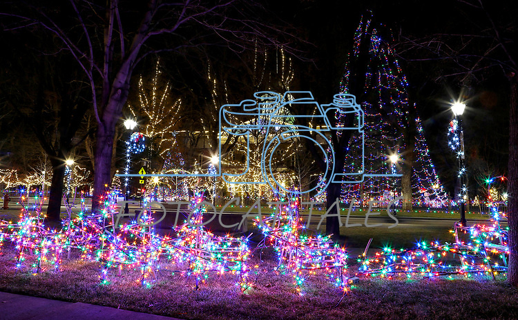 Christmas lights on the Capitol in Carson City, Nev., on Thursday, Dec. 7, 2017. <br /> Photo by Cathleen Allison/Nevada Momentum