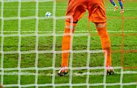 Symbol, Illustration, Feature, 11m, Strafstoss, Strafe, penalty, Strafstoss goalkeeper, <br /> 1.FC KOELN - TSG 1899 HOFFENHEIM 0-3<br /> Football 1. Bundesliga , Koeln,05.11.2017, 11. match day,  2017/2018, 1.Liga, 1.Bundesliga,<br />  *** Local Caption *** © pixathlon