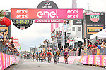 Sam Bennett (IRL) Bora-Hansgrohe outsprints Maglia Ciclamino Elia Viviani (ITA) Quick-Step Floors to win Stage 7 of the 2018 Giro d'Italia, a flat stage running 159km from Pizzo to Praia a Mare, Italy. 11th May 2018.<br /> Picture: LaPresse/Massimo Paolone | Cyclefile<br /> <br /> <br /> All photos usage must carry mandatory copyright credit (&copy; Cyclefile | LaPresse/Massimo Paolone)