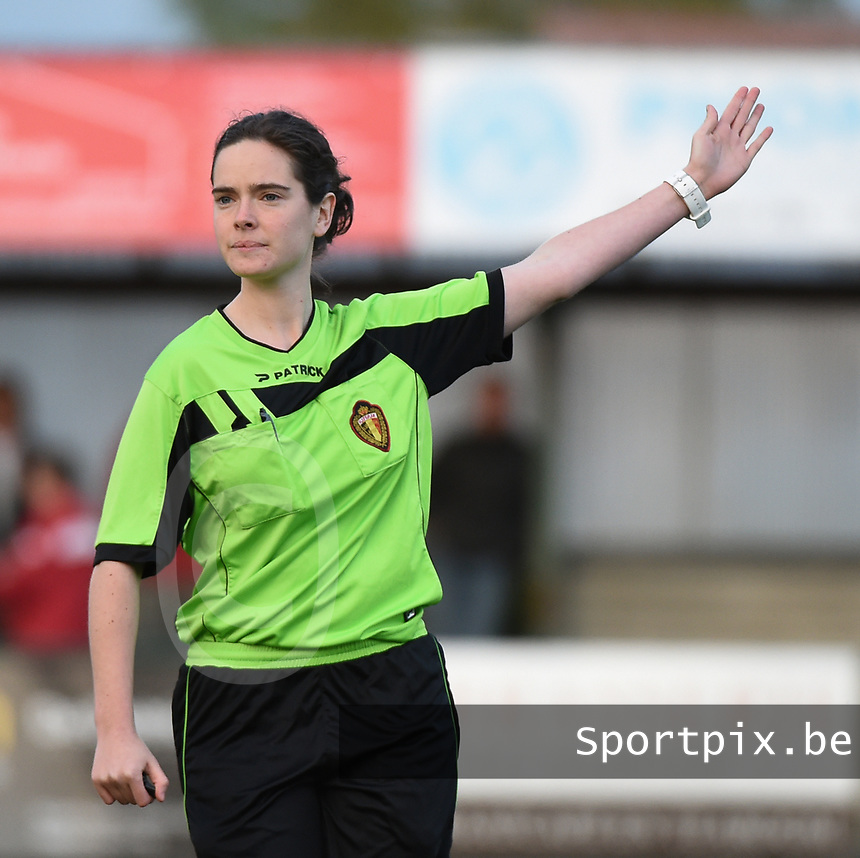 20170414 - Zulte , BELGIUM : referee Irmgard Van Meirvenne pictured during the soccer match between the women teams of Zulte Waregem and AA Gent Ladies , in the semi final matchday of the Belgian CUP - Beker van Belgie voor Vrouwen competition on Friday 14th April 2017 in Zulte .  PHOTO SPORTPIX.BE DIRK VUYLSTEKE