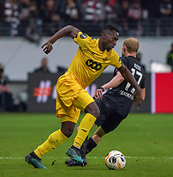 Paul-Jose Mpoku (Standard Lüttich, R. Standard de Liege) gegen Sebastian Rode (Eintracht Frankfurt) - 24.10.2019:  Eintracht Frankfurt vs. Standard Lüttich, UEFA Europa League, Gruppenphase, Commerzbank Arena<br /> DISCLAIMER: DFL regulations prohibit any use of photographs as image sequences and/or quasi-video.