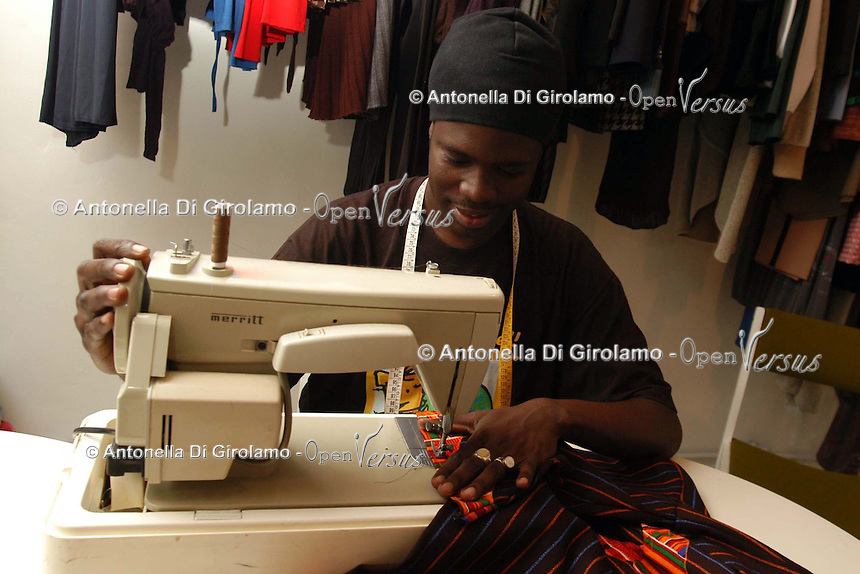 Artigiani a San Lorenzo , quartiere storico di Roma. Craftsmen in San Lorenzo, historic district of Rome. Babalushi. Sartoria di modelli originali..Babalushi. Tailoring of original models. ......
