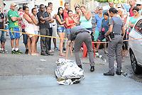 SÃO PAULO,SP, 13.02.2017 - CRIME-SP - Jovem é morto a tiros na porta de um bar na Vila Maria Alta, região norte de São Paulo, nesta segunda-feira, 13. (Foto: Eduardo Martins/Brazil Photo Press)