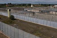 IRLANDA - Irlanda del Nord - contea di Antrim, pressi di Lisburn - Maze prison , Long Kesh per i militanti repubblicani. Nel 1981 vi morirono Bobby Sands e altri militanti dell'IRA in seguito ad uno sciopero della fame .Il carcere è stato chiuso nel 2000 e oggi ci sono progetti in corso per la riabilitazione dell'intera area, con possibile costruzione di centri sportivi e culturali IRELAND - Northern Ireland - County Antrim, near Lisburn - Maze Prison, Long Kesh for republican militants. In 1981 there died Bobby Sands and other IRA following a hunger strike. The prison was closed in 2000 and today there are plans for the rehabilitation of the entire area, with the possible construction of sports and cultural centers