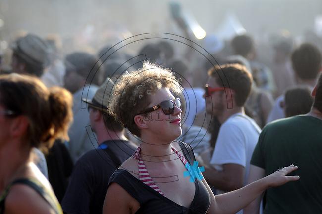 Melt Festival in Gräfenhainichen Europas größtes Indie- und Elektro-Festival das Melt hat am Freitag den 16. Juli 2010 in der Industriekulturstätte Ferropolis nördlich von Leipzig begonnen. Rund 30 000 Besucher sowie 120 Bands, DJs. und Solomusiker werden zu der dreitägigen Party erwartet.(Photo: Stefan Noebel-Heise)