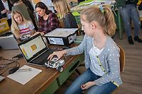 """Die Berliner Bildungssenatorin Sandra Scheeres eroeffnet am Montag den 19. Maerz 2018 zusammen mit Thorsten Leimbach vom Fraunhofer-Institut fuer Intelligente Analyse- und Informationssysteme IAIS und Sabine Frank von Google Deutschland den ersten Coding Hub fuer Berliner Schulen. Der Coding Hub ist als Teil des Leitprojektes """"Calliope - Open Roberta"""" des eEducation Berlin Masterplans das erste von fuenf Coding Hubs in Berlin.<br /> Ziel ist, Kinder und Jugendliche ab der 3. Klasse in ausserschulischen Lernorten fuer Technik zu begeistern sowie grundlegende Kenntnisse in Informatik und Programmieren zu vermitteln. Das Berliner Start-Up Calliope stellt hierfuer den Coding Hubs mit einer Foerderung von Google Mini-Computer zur Verfuegung. Das Fraunhofer IAIS bildet dazu die Mitarbeiterinnen und Mitarbeiter der Coding Hubs fort, stellt Notebooks und LEGO EV3 Roboter als weitere Hardware zur Verfuegung. Das Fraunhofer IAIS plant die Eroeffnung von bundesweit 30 Coding Hubs fuer Jugendliche.<br /> Im Bild: Die Schuelerin Sofia programmiert einen Roboter.<br /> 19.3.2018, Berlin<br /> Copyright: Christian-Ditsch.de<br /> [Inhaltsveraendernde Manipulation des Fotos nur nach ausdruecklicher Genehmigung des Fotografen. Vereinbarungen ueber Abtretung von Persoenlichkeitsrechten/Model Release der abgebildeten Person/Personen liegen nicht vor. NO MODEL RELEASE! Nur fuer Redaktionelle Zwecke. Don't publish without copyright Christian-Ditsch.de, Veroeffentlichung nur mit Fotografennennung, sowie gegen Honorar, MwSt. und Beleg. Konto: I N G - D i B a, IBAN DE58500105175400192269, BIC INGDDEFFXXX, Kontakt: post@christian-ditsch.de<br /> Bei der Bearbeitung der Dateiinformationen darf die Urheberkennzeichnung in den EXIF- und  IPTC-Daten nicht entfernt werden, diese sind in digitalen Medien nach §95c UrhG rechtlich geschuetzt. Der Urhebervermerk wird gemaess §13 UrhG verlangt.]"""