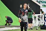 Torwart Manuel NEUER (M), warm up, <br /><br />Sport: Fussball: 1. Bundesliga: Saison 19/20: 34.Spieltag, <br />VFL WOLFSBURG - FC BAYERN MUENCHEN <br />am 27.06.2020 in der Volkswagen Arena Wolfsburg, <br /><br />Nur fuer journalistische Zwecke! <br />Only for editorial use!<br />Gemaess den Vorgaben der DFL Deutsche Fussball Liga ist es untersagt, in dem Stadion und/oder vom Spiel angefertigte Fotoaufnahmen in Form von Sequenzbildern und/oder videoaehnlichen Fotostrecken zu verwerten bzw. verwerten zu lassen. <br />DFL regulations prohibit any use of photographs as image sequences and/or quasi-video.<br />National and International News Agencies OUT<br />NO RESALE!