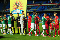 CALI - COLOMBIA - 22 - 07 - 2017: Jugadores del Deportivo Cali saludan a los jugadores del Cortuluá antes del encuentro por la fecha 4 de la Liga Aguila II 2017 jugado en el estadio Pascual Guerrero de la ciudad de Cali. /Deportivo Cali players greet the players of Cortuluá before the match for date 4 of the League Aguila II 2017 played at Pascual Guerrero stadium in Cali city.Photo: VizzorImage / Nelson Rios / Cont