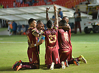 IBAGUÉ - COLOMBIA, 16-08-2016: Marco Perez (#18) jugador del Deportes Tolima celebra con sus compañeros después de anotar un gol a Atlético Bucaramanga durante partido por la fecha 16 de la Liga Águila II 2017 jugado en el estadio Manuel Murillo Toro de Ibagué. / Marco Perez (#18) player of Deportes Tolima celebrates with his teammates after scoring a goal to Atletico Bucaramanga during match for date 16 of the Aguila League II 2017 played at Manuel Murillo Toro stadium in Ibague city. Photo: VizzorImage / Juan Carlos Escobar / Cont
