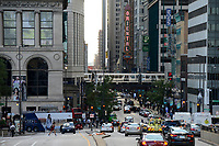 USA Chicago, down town, traffic and metro train at Michigan Avenue / Stadtzentrum mit Hochhaeusern und Metro Bahn
