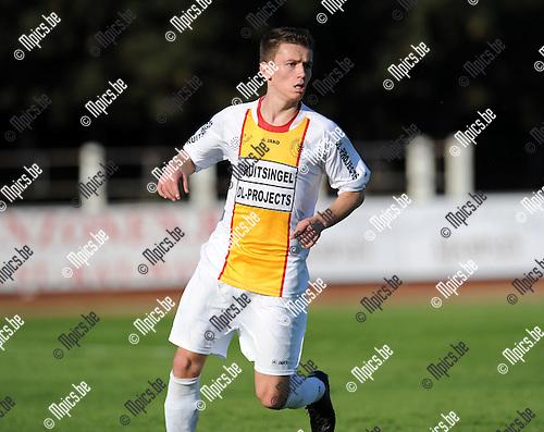 2011-10-23 / Voetbal / seizoen 2011-2012 / KFC Duffel - TSV Lyra / Senne De Swert..Foto: Mpics