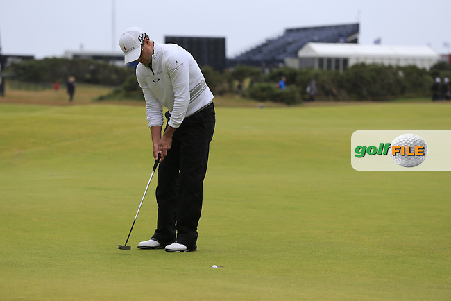 Zach JOHNSON (USA) putts on the 16th green during Monday's Final Round of the 144th Open Championship, St Andrews Old Course, St Andrews, Fife, Scotland. 20/07/2015.<br /> Picture Eoin Clarke, www.golffile.ie