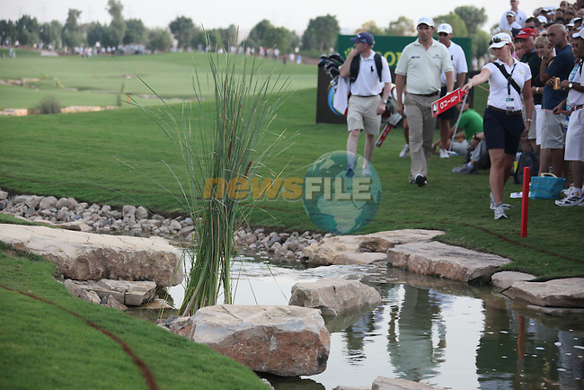 Dubai World Championship Golf. Earth Course,.Jumeirah Golf Estate, Dubai, U.A.E...A marshel shows padraig harrington where his ball lies in the water in the 18th during the second round of the Dubai World Golf championship..Photo: Fran Caffrey/www.golffile.ie...