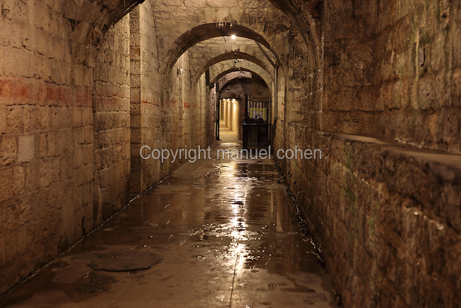 Corridor in the Fort de Vaux, built 1881-84 and reinforced in 1888, at Vaux-devant-Damloup, near Verdun, Meuse, Lorraine, France. The fort was attacked by German soldiers on 2nd June 1916 during the Battle of Verdun in World War One and was the scene of heavy combat, but was recaptured by French infantry on 2nd November. Picture by Manuel Cohen