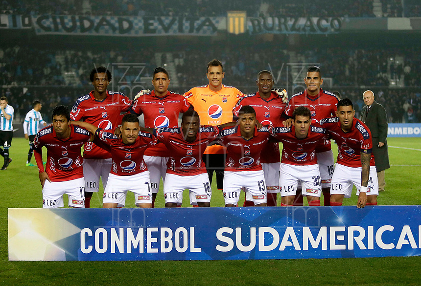 AVELLANEDA - ARGENTINA - 29 - 06 - 2017: Los jugadores de Deportivo Independiente Medellin de Colombia, posan para una foto, durante partido entre Racing Club de Argentina y Deportivo Independiente Medellin de Colombia, por la segunda fase llave 1 por la Copa Conmebol Sudamericana 2017 en el estadio Juan Domingo Peron, de la ciudad de Avellaneda. / The Players of Deportivo Independiente Medellin of Colombia, pose for a photo, during a match between Racing Club of Argentina and Deportivo Independiente Medellin of Colombia of the second phase, key 1 for the Copa Conmebol Sudamericana 2017, at the Juan Domingo Peron Stadium in Avellaneda city. Photo: VizzorImage / Javier Garcia Martino / Photogamma / Cont.