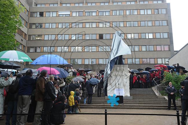 Fotoausstellung zum ersten ordentlichen Parteitag der Sozialdemokratischen Partei in der DDR in Leipzig vom 22.-25.Februar 1990 - mit dabei waren damals Fotograf Harald Kürschner (links) und Stephan Hilsberg ( MdB und Gründungsmitglied der SPD in der DDR) . Foto: Norman Rembarz