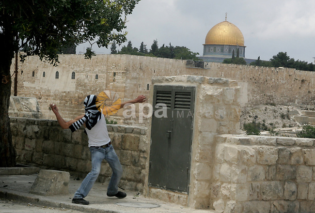 A Palestinian throws a rock during clashes following the funeral of a teenager who died after being shot as Palestinians launched events to mourn the 1948 creation of the Jewish state in Jerusalem the day before, after his funeral in the East Jerusalem neighbourhood of Ras al-Amud May 14, 2011. In the background is Islam's third holiest shrine the Dome of the Rock. Photo by Mahfouz Abu Turk
