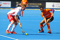 Englands Barry Middleton in action against Malaysia's Aiman Nik Rosemi during the Hockey World League Semi-Final Pool A match between England and Malaysia at the Olympic Park, London, England on 17 June 2017. Photo by Steve McCarthy.
